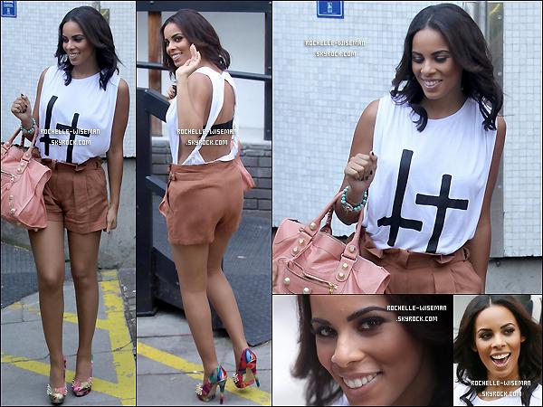 . 27/06/11 : Rochelle et sesacolytesse sont rendues devant les studios de lachaîne de télévisionanglaise ITV. Dans la même journée, elles ont quitter un photoshoot dans le nord de Londres. 3 changements de tenues, une seule journée.  .