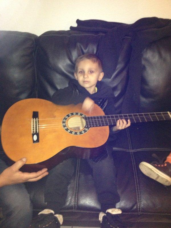 moi je joue de la guitare