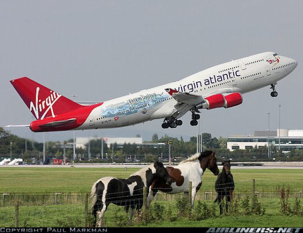 Boeing 747 et a 340 Virgin Atlantic