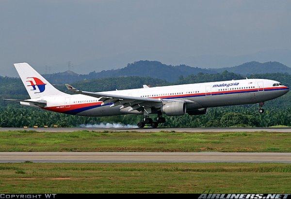 a 330 ,boeing 747 et Futur  A 380 avec livrée de Malaysia Airlines