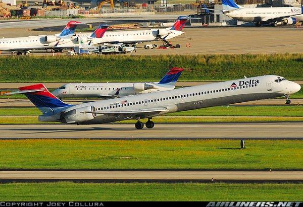 McDonnell Douglas MD-90 , a 320 et boeing 757 delta airlines