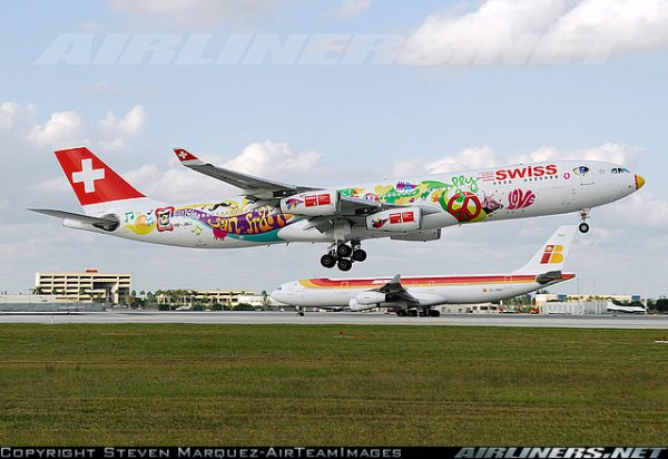 Avro RJ 100 , a 340 et a 330 swiss international airlines