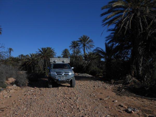 En traînant un peu au Maroc.