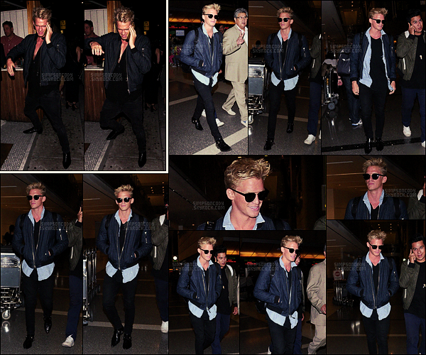 02/09/16 - Le chanteur Cody Simpson et des amis étaient de sortie à  « The Nice Guy » dans West Hollywood, en Calif. Le 06/09, Cody Simpson a été vu arrivant à l'aéroport international LAX de Los Angeles pour s'envoler vers sa ville natale, Gold Coast.