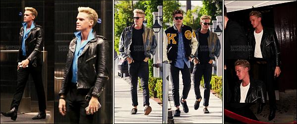 05/01/17 - Pour commencer l'année, Cody Simpson a été aperçu arrivant à la fête d'anniversaire de Cade Hudson - à  L-A.  Le 11/01, jour de son anniversaire, Cody a été vu dans Los Angeles puis le soir fêtant comme il se doit son anniversaire avec des amis.