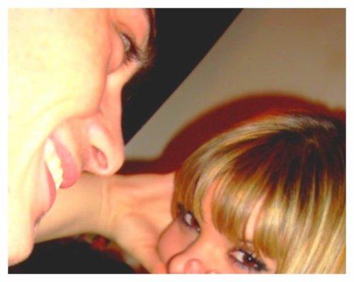 Trop choux mon homme comme il me regarde avec ses yeux d'amoureux ♥