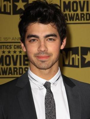 Joe Jonas sortira son album solo en 2011