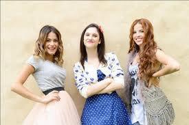 Violetta avec Francesca et Camila ( les trois meilleures amies)