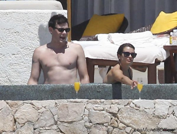7 Avril 2012. Léa et Cory ont été vue à Cabo au Mexique.