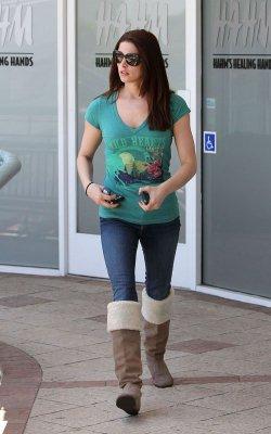 """Ashley le 25 mai, au célèbre centre de Bronzage de Los Angeles """"Sunset Town"""""""