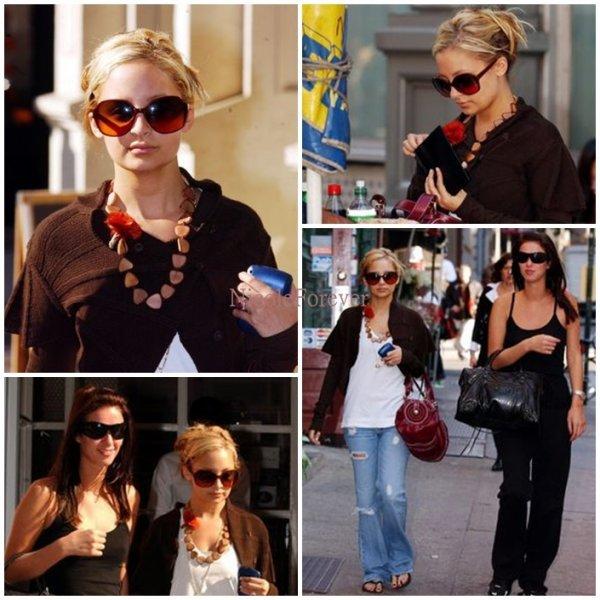 17 Octobre 2oo4  -   Nicole fais du shopping avec une amie à New-York