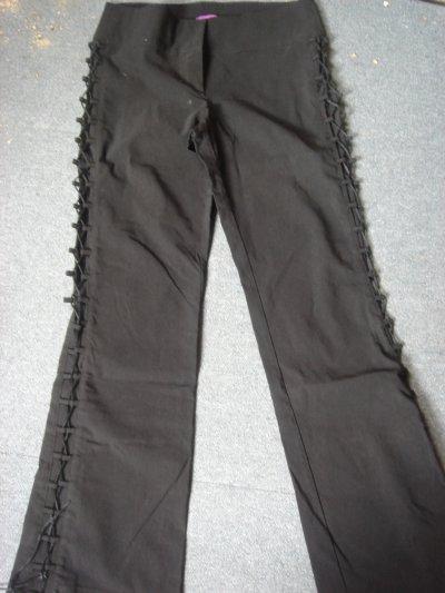 pantalon noir lacé sur le côté