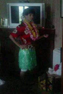 moi déguiser en femme d'hawaii