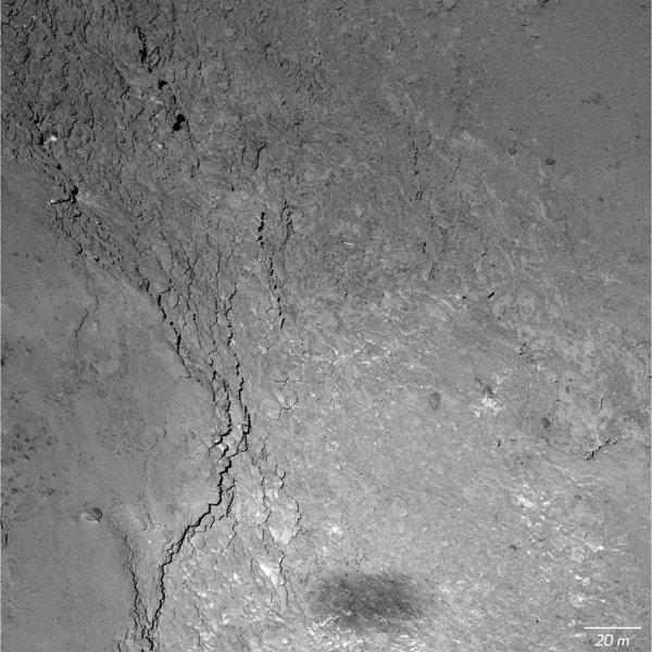 ROSETTA INFO DIRECT : MARDI 3 MARS 2015 : 15h GROS PLAN SUR LA COMÈTE 67P Churyumov-Gerasimenko : Lors du survol de la Saint-Valentin le 14 février à près de 6 km de la surface du noyau de 67P, la caméra OSIRIS-NAC de ROSETTA a obtenu une image offrant une résolution de 11 cm par pixel et montrant l'ombre de ROSETTA en bas !