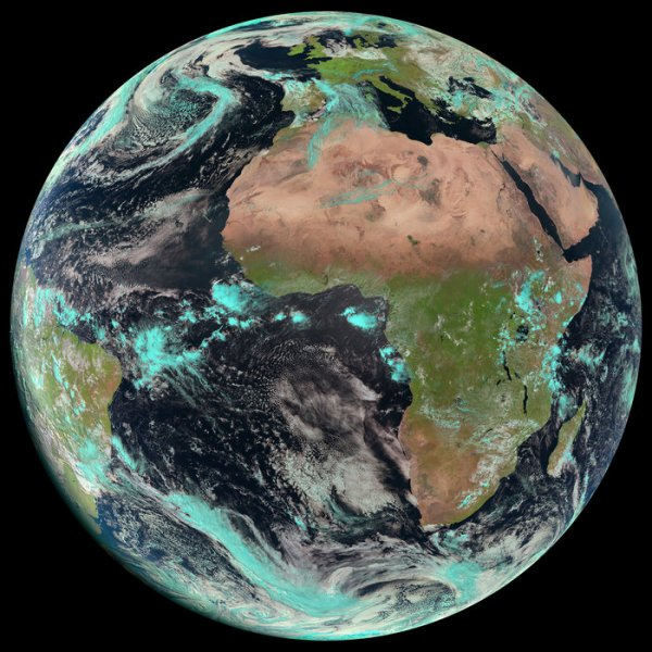 JOURNÉE MONDIALE DE LA TERRE... Voici la terre aujourd'hui à 10 h 45 UTC (Source: MSG-3 (Meteosat-10) captured this image of Earth on 22 April 2015 with its Spinning Enhanced Visible and Infrared Imager SEVIRI).
