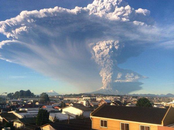 ÉRUPTION du Volcan CALBUCO au Chili en trois images...