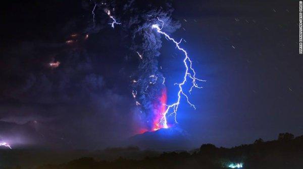 ÉRUPTION du Volcan CALBUCO au Chili, deux nouvelles images prises il y a une heure...