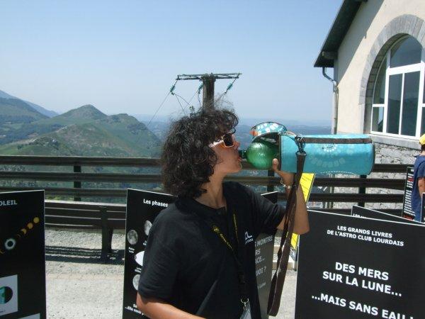 LA SEMAINE DE L'ASTRONOMIE c'est cette semaine du lundi 13 au vendredi 17 juillet de 14h à 17h au Pic du Jer à Jer à Lourdes... Retour en images, aujourd'hui mercredi 15 juillet, du monde sur les photos et un gros gros soleil !! Reportage de Lucien : UN GRAND MERCI à toute l'équipe de jeunes qui depuis lundi mène en vrai pro cette animation... Quelques photos... clin d'½il !!