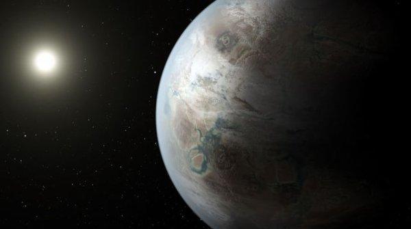 """LA NASA ANNONCE LA DÉCOUVERTE D'UNE EXOPLANÈTE au profil très proche de notre Terre, en orbite autour d'une étoile qui ressemble beaucoup à notre Soleil ! La NASA avait évoqué la découverte d'une """"autre Terre""""... et elle n'a pas menti. La mission Kepler a permis de trouver la """"première exoplanète d'une taille proche de celle de la Terre, située dans la 'zone habitable' autour d'une étoile qui ressemble à notre Soleil"""". Bref, une cousine de la Terre, """"plus grosse, plus vieille"""" que celle-ci. Elle répond au doux nom de Kepler 452b. La presse est rarement convoquée pour chaque découverte du très efficace télescope KEPLER. Depuis son lancement en mars 2009, placé en orbite autour du Soleil, il traque ses proies: les exoplanètes tournant autour de leur étoile. Son tableau de chasse s'étoffe d'années en années, avec une accélération notable en 2014. Le nombre de planètes candidates détectées grossit cette fois pour atteindre 4696. Parmi elles, douze nouvelles planètes candidates ont un diamètre équivalent à """"une à deux fois celui de la Terre"""" et """"orbitent dans la 'zone habitable' de leur étoile"""", détaille la Nasa dans un communiqué. Dans neuf de ces cas, l'étoile en question """"ressemble au Soleil, en taille et en température"""". (Source NASA)"""