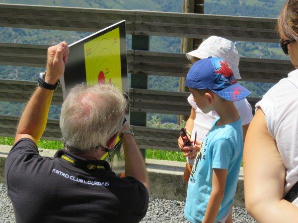 LA SEMAINE DE L'ASTRONOMIE c'est cette semaine du lundi 3 au vendredi 7 août de 14h à 17h au Pic du Jer à Jer à Lourdes...avant la grande nuit des étoiles le samedi 8 août !! Retour en images sur cette première journée avec toujours une très bonne équipe de jeunes. Reportage de Lucien :