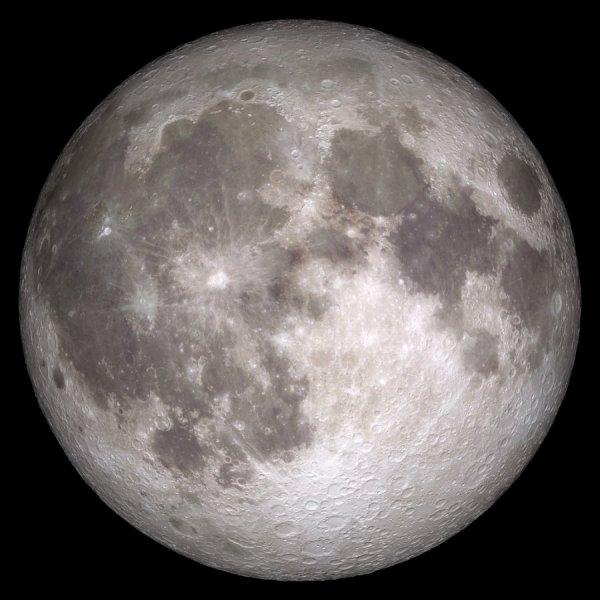 L'IMAGE DU JOUR : UNE BELLE PLEINE LUNE CE SOIR !! Première Super Lune de l'année, nous verrons la Pleine Lune se lever aux alentours de 20h15, un peu avant que ne se couche le Soleil. Notre satellite naturel mettra un peu plus de 11 heures à traverser la voûte céleste d'est en ouest. La Pleine Lune sera aujourd'hui à 358 674 km de la Terre. La distance Terre-Lune peut varier de 356 410 km (périgée) à 406 740 km (apogée) en raison de son orbite elliptique. On appelle Super Lune une Pleine Lune le plus proche possible de la Terre. Le mois prochain, le 28 septembre la Super Lune (à 356 884 km de la Terre) s'accompagnera également d'une magnifique éclipse totale de Lune !!