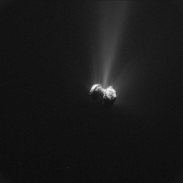 ROSETTA INFO DIRECT : SAMEDI 26 SEPTEMBRE 2015 22h30 UNE SUPERBE VUE DE TCHURY prise par la caméra NAVCAM de ROSETTA à une distance de 330km de la comète 67/P/Churyumov-Gerasimenko ce 22 Septembre ! (Source ESA-CNES)
