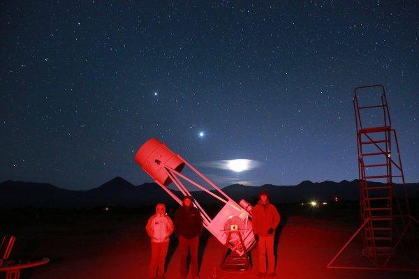 ASTRONOMIE INFO : Quand un membre de Astro Acl se retrouve dans le désert d'Atacama avec un monstre de télescope... Si tu veux tu peux nous le ramener à lourdes... Bonnes Observations et bon séjour Vincent Ourthiague