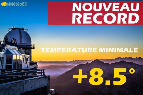 L'IMAGE DU JOUR : NOUVEAU RECORD DE TEMPÉRATURE !! Alors que le dernier record datait de seulement 3 jours, voilà qu'un nouveau record a été établi la nuit dernière sur le Pic du Midi. En effet, l'ancien record a été pulvérisé de 1.7° la température minimale est passée à 8.5°C. La nuit dernière, à 2877m, le mercure n'est pas descendu en dessous de 8.5° ! Il faisait même 10° à 2h du matin. Une nouvelle fois, c'est du jamais vu pour un mois de novembre depuis le début des relevés au pic en 1881. C'est un chiffre qui inquiète plus qu'il n'étonne, à quelques jours de l'ouverture de la COP21. (Source Météo65)