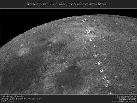 L'IMAGE DU JOUR : LE PASSAGE DE LA STATION SPATIALE INTERNATIONALE DEVANT LA LUNE !! Un astronome amateur australien Ralf Vandeberga enregistré le passage de la Station spatiale internationale (ISS) devant la Lune gibbeuse le 21 novembre. La Station spatiale internationale (International Space Station ou ISS) est une structure artificielle qui mesure 110 mètres de long pour 74 de large. Elle fait un tour de la Terre environ toutes les 90 minutes à 400 kilomètres d'altitude. Près de 2.500 mètres carrés de panneaux solaires fournissent l'électricité de la Station et réfléchissent la lumière solaire, ce qui permet de suivre les passages de l'ISS dans le ciel nocturne. (Source JBF et RV)