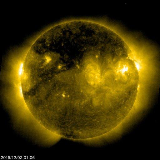 BON ANNIVERSAIRE SOHO, 20 ANS !! 2 décembre 1995 - 2 décembre 2015 L'IMAGE DU JOUR : Photo du Soleil prise par SOHO ce 2 décembre 2015 !