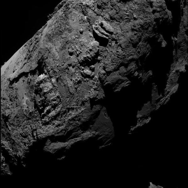 ROSETTA INFO DIRECT : DIMANCHE 7 FÉVRIER 2016 : 21h L'IMAGE DU JOUR : Une très belle image prise par la caméra OSIRIS de la sonde ROSETTA, le 30 janvier 2016, à une distance de 61.5 km de la comète 67 p / Churyumov-Gerasimenko. (Sources ESA-CNES)