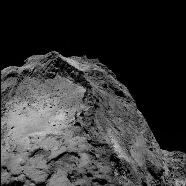 ROSETTA INFO DIRECT : SAMEDI 20 FÉVRIER 2016 : 18h L'IMAGE DU JOUR : Une nouvelle très belle image prise par la caméra OSIRIS de la sonde ROSETTA, le 13 février 2016, à une distance de 45.8 km de la comète 67P/Churyumov-Gerasimenko, à des millions de kilomètres de la Terre. L'échelle est 0.82 m/pixels. (Sources ESA-CNES)
