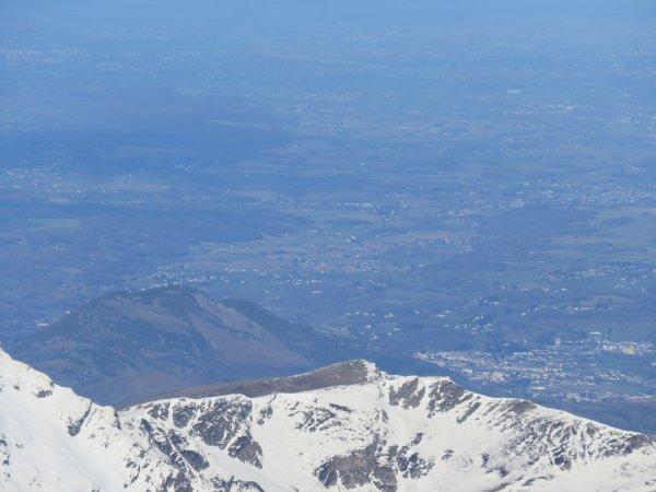Lourdes, depuis le chemin de ronde de la coupole du TBL du Pic du Midi !