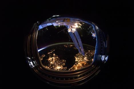 L'IMAGE DU JOUR : Elle a été prise par un membre de l'équipage de l'expédition 46 mois dernier, depuis la SSI Station Spatiale Internationale. Comme dans un miroir on y voit l'Irlande, le Royaume-Uni, le nord de la France, la Belgique, une partie du pays-bas, le nord de l'Allemagne et certaines parties du Danemark, la Norvège et la Suède ! (Source ESA)