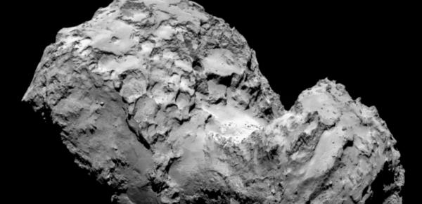 ROSETTA INFO DIRECT : JEUDI 10 MARS 2016 : 11h30 Une étude vient de montrer la nature cristalline de la glace de la comète 67P/Tchourioumov-Guérassimenko (alias Tchouri), ce qui prouve qu'elle a été formée en même temps que notre système solaire ! D'où vient cette superbe comète Tchouri qui visite notre soleil tous les six ans et demi environ ? S'est-elle formée à partir de matériaux issus de système solaire ? Ou alors est elle faite de matériaux bien plus anciens et issus du milieu interstellaire ? Le débat entre les deux scénarios a agité la communauté des astronomes. Jusqu'à aujourd'hui. Une étude publiée dans le journal Astrophysical Journal Letters vient en effet d'apporter une réponse à cette énigme : oui, Tchouri a bien été formée en même temps que notre système solaire, affirme l'équipe internationale sous pilotage français ! (Source S&A-EL)