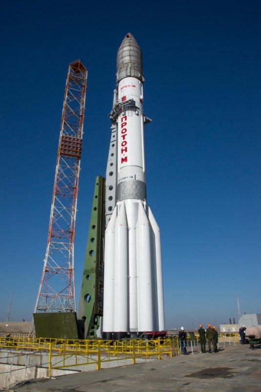 EXOMARS 2016 INFO : Les préparatifs à Baïkonour continuent pour le lancement, prévu ce lundi14 mars. Ce matin, le lanceur a été déployé sur sa rampe de lancement, la sonde EXOMARS se trouvant dans la coiffe du lanceur. (Source ESA)