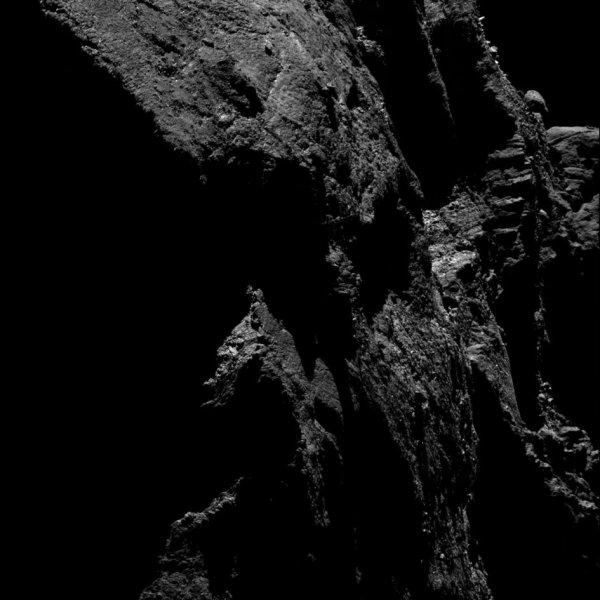 ROSETTA INFO DIRECT : DIMANCHE 13 MARS 2016 : 20h30 L'IMAGE DU JOUR : Une nouvelle image prise par la caméra OSIRIS de la sonde ROSETTA, le 5 mars 2016, à une distance de 20,4 km de la comète 67P/Churyumov-Gerasimenko, à des millions de kilomètres de la Terre, et qui montre une la comète en surexposition! L'échelle est de 0,36 m/pixels. (Sources ESA-CNES)