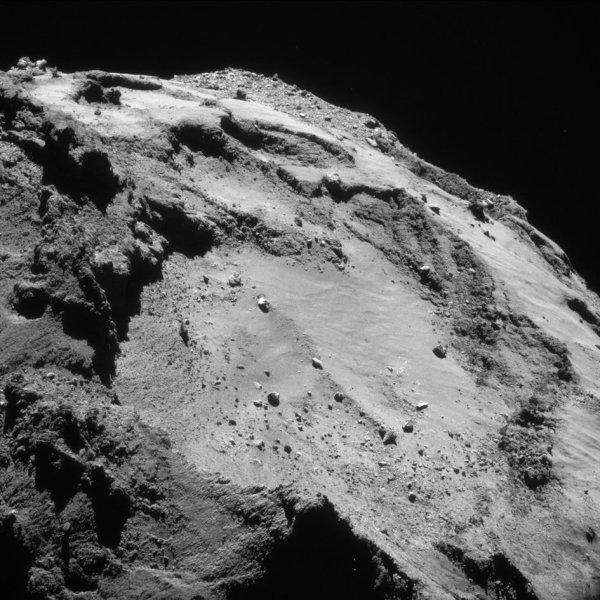 ROSETTA INFO DIRECT : MARDI 22 MARS 2016 : 18h30 L'IMAGE DU JOUR : Une nouvelle image prise par la caméra NavCam de la sonde ROSETTA, le 15 mars 2016, à une distance de 13 km de la comète 67P/Churyumov-Gerasimenko, à des millions de kilomètres de la Terre ! L'échelle est de 1,1 m/pixels. (Sources ESA-CNES)