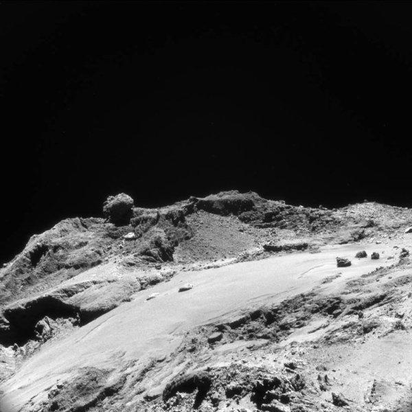ROSETTA INFO DIRECT : VENDREDI 25 MARS 2016 : 14h30 L'IMAGE DU JOUR : Une nouvelle image, et très fine en détail, prise par la caméra NavCam de la sonde ROSETTA, le 19 mars 2016, à une distance de 12 km de la comète 67P/Churyumov-Gerasimenko, à des millions de kilomètres de la Terre ! L'échelle est de 1,1 m/pixels. (Sources ESA-CNES)