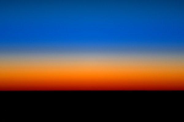 L'IMAGE DU JOUR : Couleurs spectaculaires ! L'astronaute de l'ESA, Tim Peake a partagé cette image assez spectaculaire, montrant les couleurs d'un lever du soleil plus long capturé depuis la Station Spatiale Internationale ! (Source ESA)