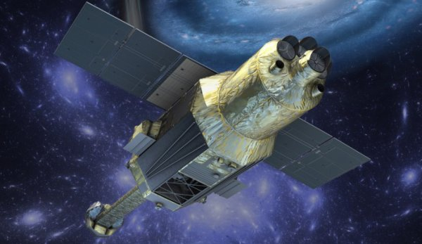 ESPACE INFO : LE TÉLESCOPE SPATIAL JAPONAIS HITOMI NE RÉPONDS PLUS !! Lancé avec succès en février, Hitomi est spécialisé dans l'étude des rayonnements X. Mais depuis le 26 mars, l'observatoire orbital ne répond plus normalement et des débris ont été repérés à ses côtés. L'agence spatiale japonaise JAXA tente de reprendre le contrôle. Le 17 février, un lanceur nippon H-2A plaçait avec succès sur orbite Astro-H aussi appelé Hitomi. Perché à 575 km, ce télescope est spécifiquement équipé pour scruter les rayonnements X qui trahissent la nature des phénomènes les plus violents de l'Univers (trous noirs, étoiles à neutrons, sources de rayonnements cosmiques, etc.). Mais alors que l'engin de 2,7 tonnes se mettait en route comme prévu, soudainement, le samedi 26 mars, les contrôleurs au sol se sont retrouvés dans l'incapacité de recevoir les transmissions de données planifiées. Hitomi peut-il être sauvé ?  Bien évidemment, la perte de contact avec un satellite ne signifie pas sa destruction. En revanche, le fait que son orbite a baissé de quelques kilomètres et que les Américains signalent 5 débris à sa proximité ne peut être vu comme des signes optimistes. La JAXA a cependant indiqué, lors d'un communiqué de presse du 27 avril, avoir reçu un «court signal» d'Hitomi sans donner plus de précisions. Un autre communiqué du 29 avril évoque des signaux perçus les 28 et 29 avril depuis respectivement des stations d'écoute au Japon et au Chili. Les transmissions captées ont une fois de plus été trop courtes pour que des informations sur l'état du satellite puissent en être déduites. Fuite de gaz, collision avec un débris spatial, explosion (mais limité en intensité sans quoi l'engin serait probablement incapable d'émettre) : pour le moment, il semble donc impossible de déterminer ce qui s'est passé à bord du télescope. Remettre en opération un satellite ayant subi des dommages a déjà été accompli par le passé et les contrôleurs japonais ont montré, par exemple avec leur sonde d'