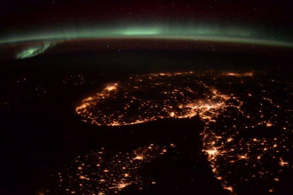 DE SUPERBES IMAGES DE LA TERRE DE NUIT depuis la Station Spatiale Internationale ! (Sources ESA)