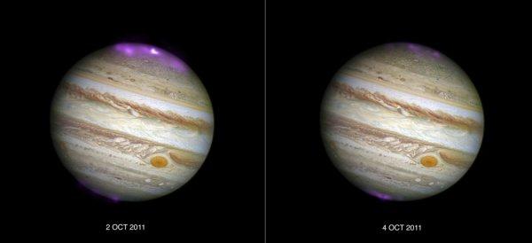 ASTRONOMIE INFO : Une tempête solaire enflamme la magnétosphère de Jupiter ! Le télescope spatial Chandra a surpris l'interaction énergétique du vent solaire avec le champ magnétique de Jupiter. Une récente étude publiée dans le Journal of Geophysical Research a révélé que Jupiter aussi peut être embrasée par des aurores déclenchées par une tempête solaire. Pour la première fois en effet, à l'occasion d'observations programmées en 2011 avec le télescope spatial Chandra dans le rayonnement X, les chercheurs ont pu voir l'impact sur le champ magnétique de la planète géante d'un puissant vent solaire qui a déferlé après une éjection de masse coronale. Les aurores détectées étaient 8 fois plus brillantes que d'habitude et des centaines de fois plus énergétiques que celles que l'on peut admirer aux hautes latitudes sur Terre. Dans le cas de Jupiter, les régions qu'elles recouvrent sont bien plus importantes que toute la surface de notre planète. Sur les deux images ci-dessus, on peut voir que les émissions de rayons X (en violet) recueillies durant deux sessions de 11 heures, les 2 et 4 octobre 2011, ont diminué en l'espace de deux jours. Les données ont été superposées à un cliché d'Hubble dans le visible. (Sources Chandra-Hubble-GR)