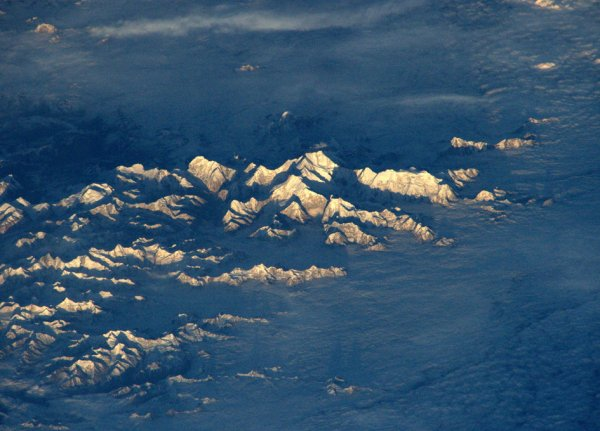 LIMAGE DU JOUR : Le Mont Everest pris en photo par l'astronaute de l'ESA Tim Peake depuis la Station Spatiale Internationale (la SSI), le 9 avril 2016. (Source ESA)
