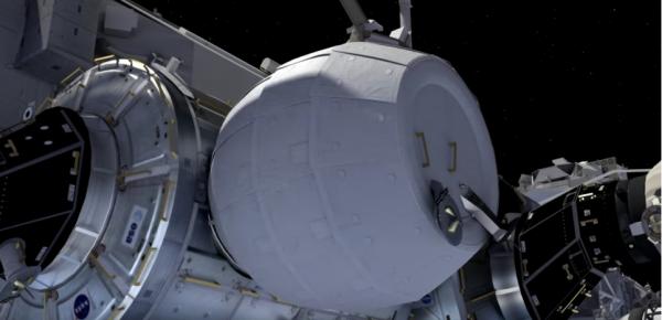 """ESPACE INFO : Un module habitable gonflable va être installé sur la station spatiale internationale ! La NASA va tester pour la première fois le branchement sur la station spatiale internationale (ISS) du module BEAM, une structure gonflable (légère et peu encombrante). La capsule Dragon, de la société américaine Space X et qui s'est arrimé à l'ISS, emportait à son bord le module BEAM qui sera branché à l'ISS. Un module d'un nouveau genre puisque celui-ci aura la particularité d'être... gonflable. """"BEAM"""" est en effet l'acronyme de Bigelow Expandable Activity Module (module d'activité gonflable Bigelow en français). Ce module de 1,4 tonne a été développé par l'entreprise américaine Bigelow Aerospace en partenariat avec la Nasa. Compacté au décollage, il n'occupe qu'un espace cylindrique de 1,7 mètre de long pour 2,3 mètres de diamètre. Mais une fois branché à l'ISS et rempli d'oxygène, il multipliera son volume, formant alors un nouveau compartiment de 3,6 mètres de long pour 3,2 de diamètre. Au total, le module représentera une extension de 16 mètres cubes pour l'ISS. Représentation numérique du module gonflable BEAM de Bigelow Aerospace, qui va être branché à l'ISS. (Source NASA)"""
