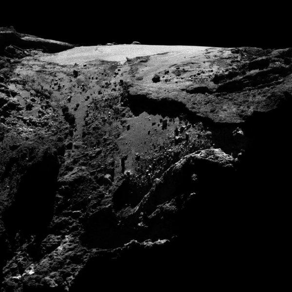 ROSETTA INFO DIRECT : SAMEDI 30 AVRIL 2016 : 10h L'IMAGE DU JOUR : Une nouvelle et superbe image prise par la caméra OSIRIS le 27 avril 2016. La Sonde ROSETTA se trouvait à 29,6 km du noyau de Comète 67P/Churyumov-Gerasimenko. L'échelle est 0.53 m/pixels. (Sources ESA-CNES)