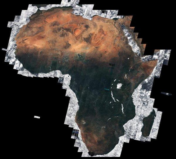 L'IMAGE DU JOUR : MOSAÏQUE AFRICAINE, petit clin d'½il à nos amis africains et malgaches !!!! En utilisant presque 7000 images capturées par le satellite d'observation de la Terre, Sentinelle-2A, cette mosaïque offre la vue du continent africain sans nuage (environ 20 % de la zone de terrain totale dans le monde). La majorité de ces images séparées a été prise entre décembre 2015 et avril 2016, totalisant 32 TB de données. Présenté au Symposium de « la Planète Vivante » récent à Prague, ceci est la première mosaïque de l'Afrique produite par Sentinelle-2A. (Source ESA)