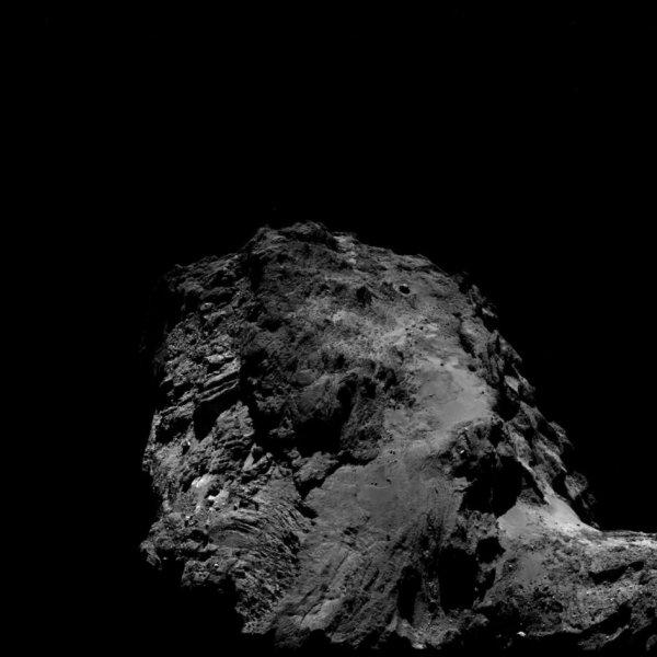 ROSETTA INFO DIRECT : SAMEDI 9 JUILLET 2016 : 9h L'IMAGE DU JOUR : Nouvelle image exceptionnelle prise par la caméra OSIRIS le 4 Juillet 2016. La Sonde ROSETTA se trouvait à 14,5 km du noyau de Comète 67P/Churyumov-Gerasimenko. L'échelle est 1,4 m/pixels et l'image mesure environ 2km de côté !! (Sources ESA-CNES)