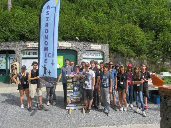 LA PHOTO DU JOUR : Ce sont plus de quarante deux jeunes qui ont assurés la bonne marche des deux semaines de l'astronomie à Lourdes ! Tous font partie de ce club, l'Astro Club Lourdais ! Une nouvelle équipe vous attend demain samedi 6 aout dès 20h pour vivre et partager ensemble cette 26e édition de la NUIT des ÉTOILES au sommet du Pic du Jer à Lourdes. Pour l'occasion le funiculaire sera gratuit dès 20h !