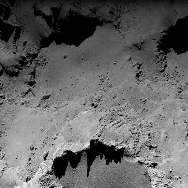 ROSETTA INFO DIRECT : MARDI 13 SEPTEMBRE 2016 : 19h L'IMAGE DU JOUR : Nouvelle image exceptionnelle et très fine en détail, prise par la caméra OSIRIS le 9 Septembre 2016. La Sonde ROSETTA se trouvait à 4,141 km du noyau de Comète 67P/Churyumov-Gerasimenko. ROSETTA se trouvait alors à 683.709.440km de la Terre... JUSTE SUPERBE !! (Sources ESA-CNES)